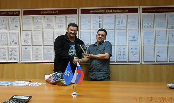 UA9OBA вручает R9XC юбилейную награду RRC-20