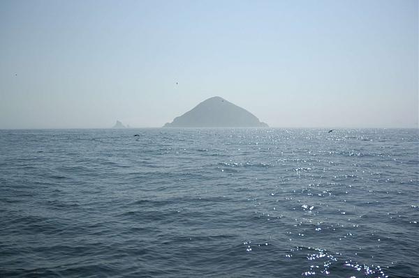 Вид на остров Ионы с борта судна