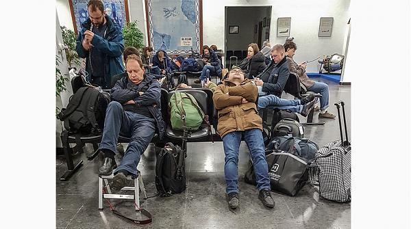 Журналисты, застрявшие в аэропорту Лиссабона