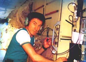 Сергей Крикалев на борту МКС за любительской радиостанцией