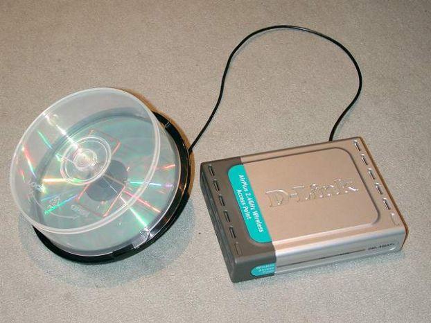 Шаг 1. Изготовление корпуса. из упаковки для CD, подключенная к приемнику сигнала.  Wi-Fi антенна.