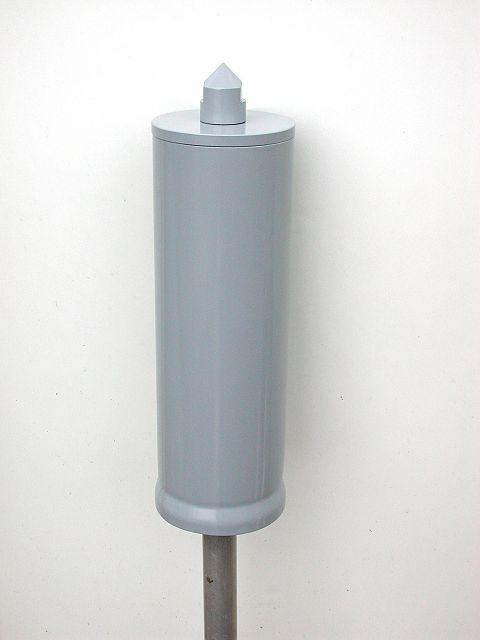 Антенна закрыта. Для изготовления защитного корпуса использовался отрезок пластмассовой трубы