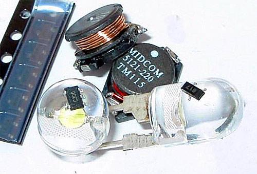 Запитать светодиод от одной батарейки.