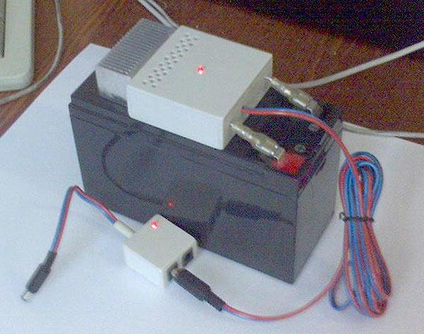 ...схема представлена на Рис.2. На микросхеме DA1 типа LM317 и транзисторе VT1 собран стабилизатор питания...
