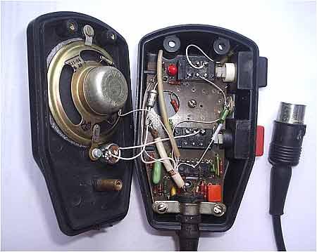 Сигнал с микрофона ВМ1 усиливается DA1.1 и через ограничитель амплитуды поступает на активный фильтр DA1.2.