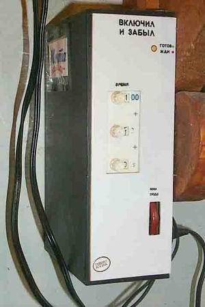 При включении автомата в сеть зажигается зеленым цветом двуцветный светодиод Д2, сигнализируя о том, что устройство...