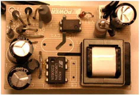 ...2 варианта схемы зарядного устройства для сотового телефона.