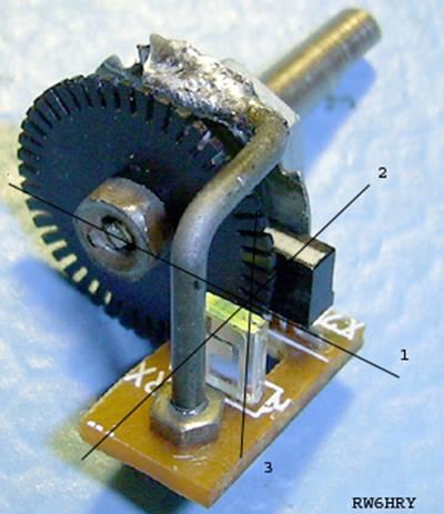 Для правильной работы валкодера нужно совместить 3 воображаемых линии - оптическую ось оптопары (2), центральную линию.